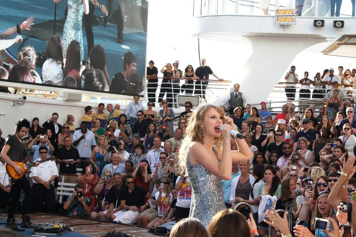 Video: Taylor Swift Performing Live at Royal Caribbean Cruise Ship