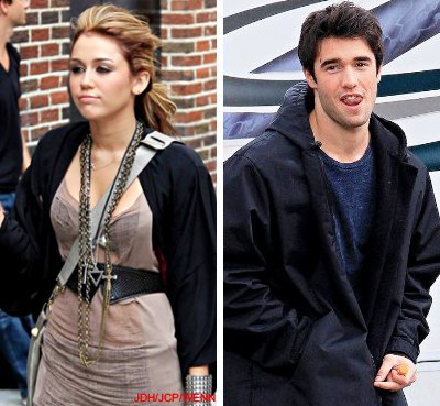 Miley Cyrus Kissed by Joshua Bowman in the Park