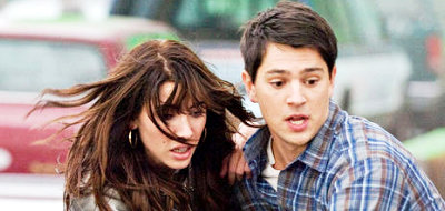 Jaqueline MacInnes Wood and Nicholas D'Agosto try to escape death in 'Final Destination 5'