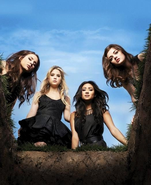 'Pretty Little Liars' Showrunner Gives Out Season 2 Hints