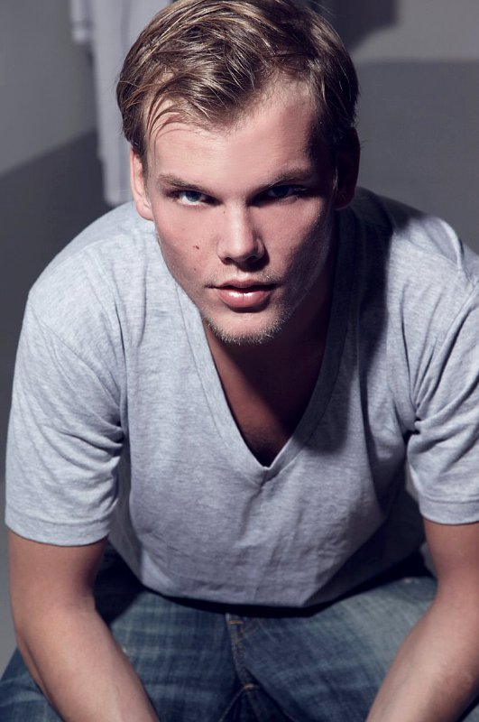 Avicii Premieres 'Wake Me Up' Music Video