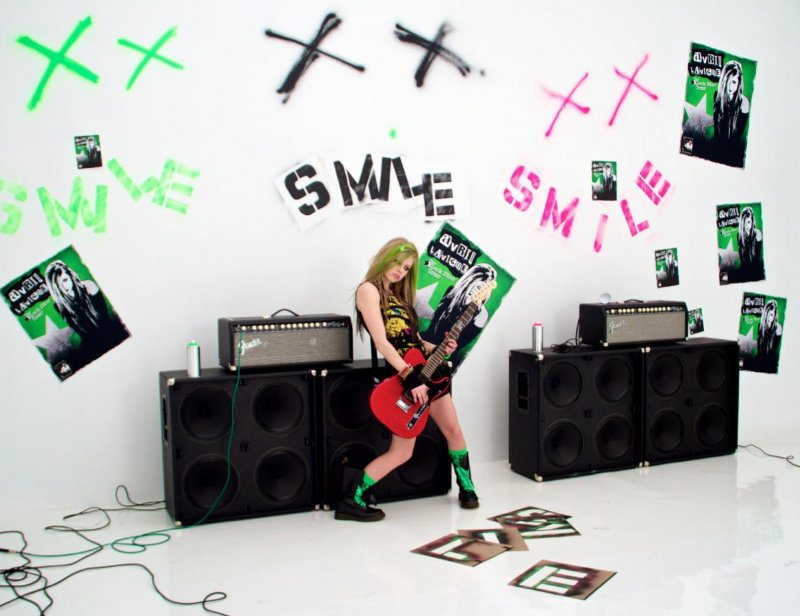 Avril Lavigne Premieres Official 'Smile' Music Video
