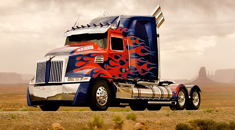 First Look at Brand-New Optimus Prime of 'Transformers 4'