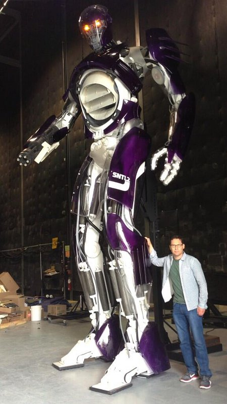 Bryan Singer Reveals Sentinel's Height in 'X-Men: Days of Future Past' Pic