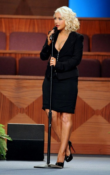 Christina Aguilera Appears to Have Blood Running Down Her Leg at Etta James' Funeral