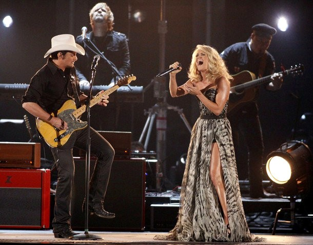 CMA Awards 2011: Brad Paisley and Carrie Underwood Sing 'Remind Me'