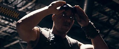 Comic-Con 2013: Brutal Kill Teased in 'Riddick' Red-Band Trailer