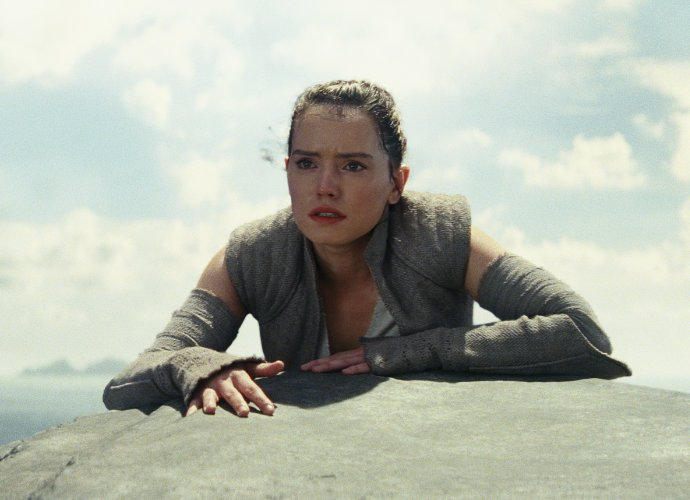 Daisy Ridley Coyly Reacts to Rey's Possible Turn to the Dark Side in 'Star Wars: The Last Jedi'