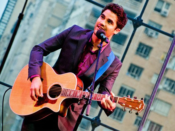 Darren Criss Performs Original Songs, Responds to Gotye's 'Dinky' Comment