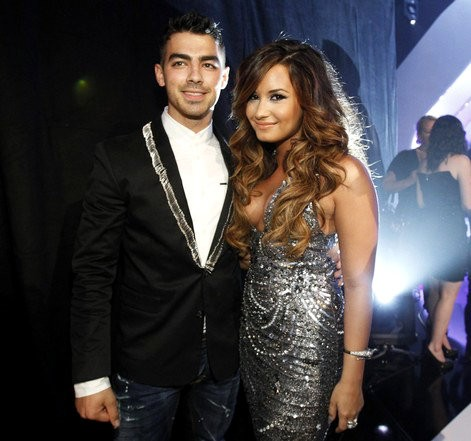 Jonas Demi Lovato on Joe Jonas And Demi Lovato Back Together 2011