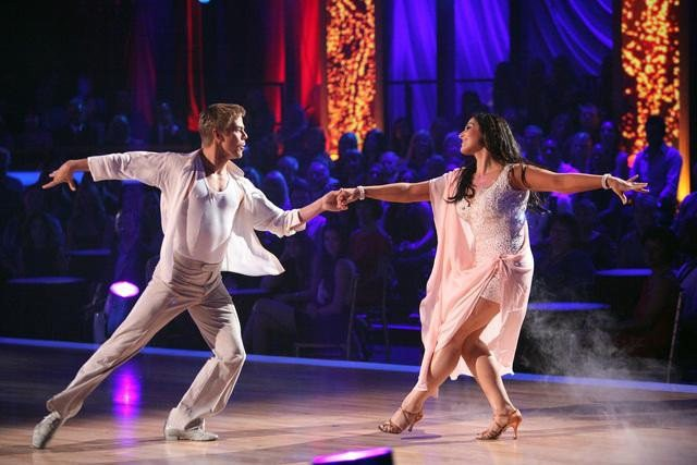 'DWTS' Performace Recap: Ricki Lake Gets First 10s After Almost Giving Up