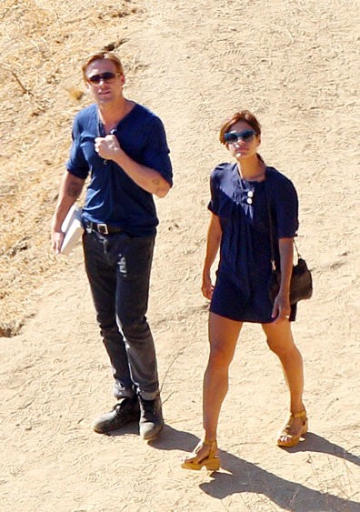 Eva Mendes Forgets Sensible Shoes When Going on a Hike With Ryan Gosling