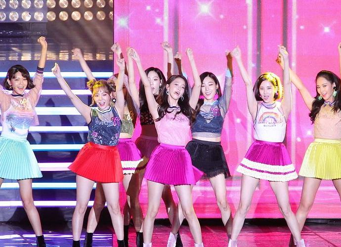 Girls' Generation in Talks to Renew Contracts With SM