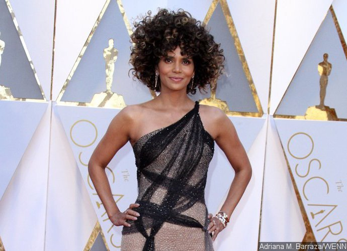 Halle Berry Rocks Big Curly Locks at the Academy Awards