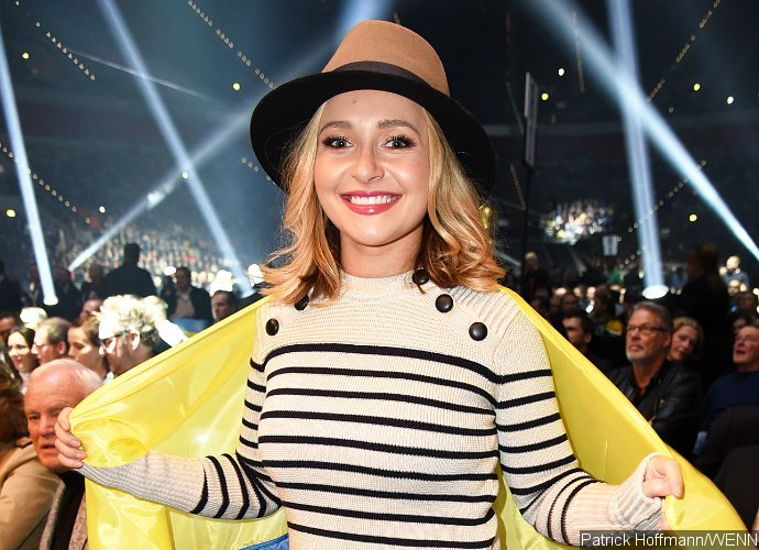 Hayden Panettiere All Smiles During First Outing After Postpartum Depression Treament