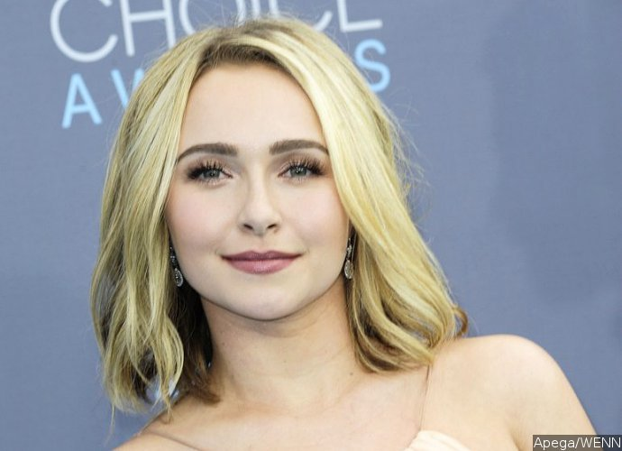 Hayden Panettiere Pictured Without Engagement Ring After Treated for Postpartum Depression