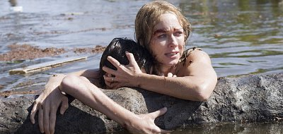 Naomi Watts survives the tsunami in 'The Impossible'