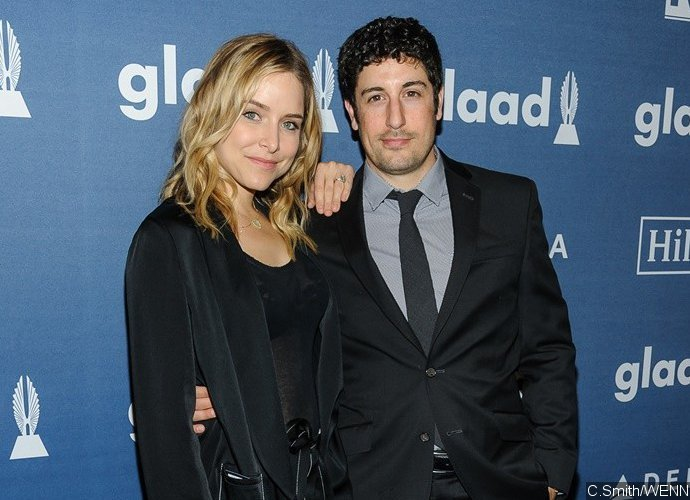 Jason Biggs Cups Pregnant Jenny Mollen's Naked Boobs in Raunchy Selfie