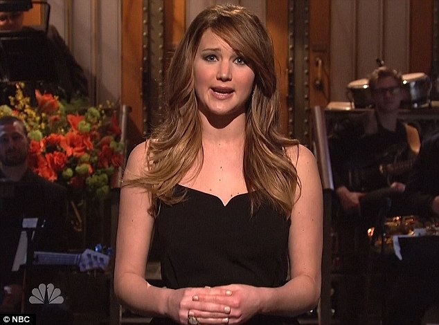 Jennifer Lawrence Disses Fellow Oscar Nominees and Tommy Lee Jones in 'SNL'