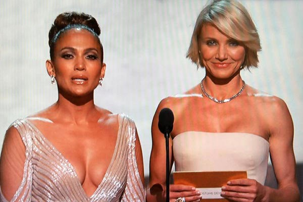 Jennifer Lopez's 2012 Oscars Dress Sparks Debate Whether She Has Nip Slip On-Stage