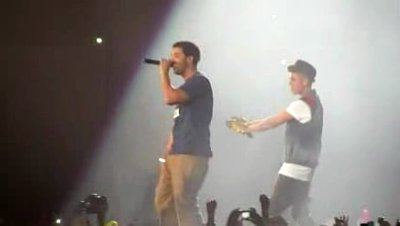 Video: Justin Bieber Performs 'Right Here' With Drake at Toronto Gig