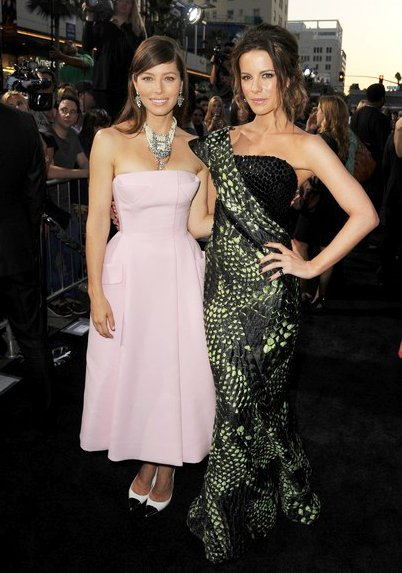 Kate Beckinsale and Jessica Biel Sport Contrary Looks at 'Total Recall' Hollywood Premiere