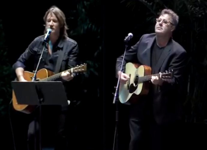 Keith Urban, Vince Gill Perform at Nasville Vigil to Pay Tribute to Las Vegas Shooting Victims