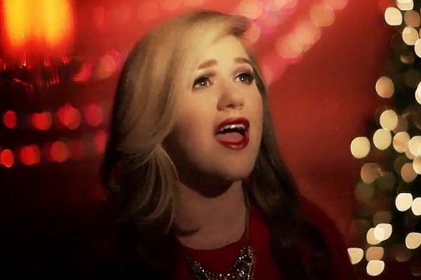 kelly clarkson wrapped in red kelly clarkson premieres