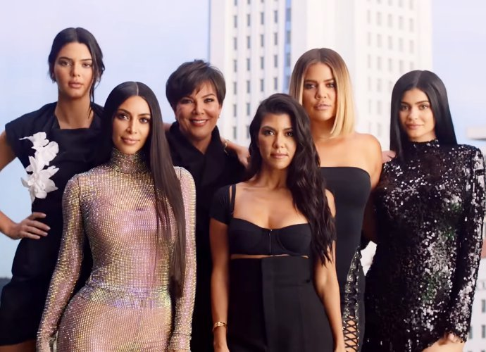 Kim kardashian and family recreate keeping up season 1 title sequence