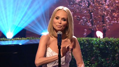 Video: Kristin Chenoweth Parodies Anthony Weiner Sexting Scandal With 'Popular'
