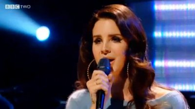 Video: Lana Del Rey Makes a Debacle on 'Ride' TV Performance