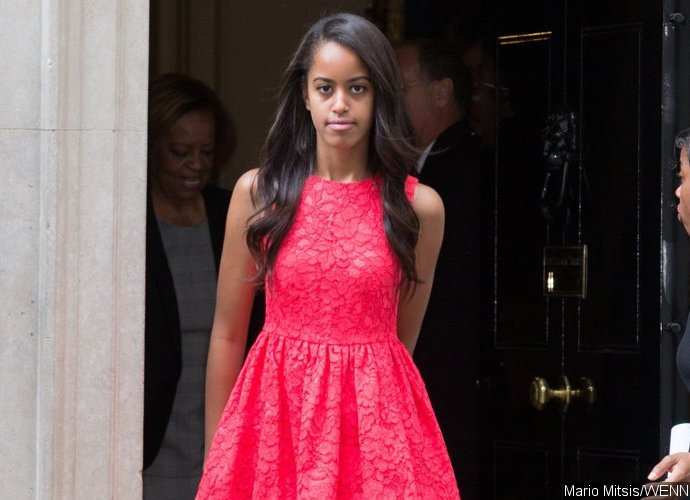 Malia Obama Pictured With a Bong While Wearing 'Smoking Kills' T-Shirt