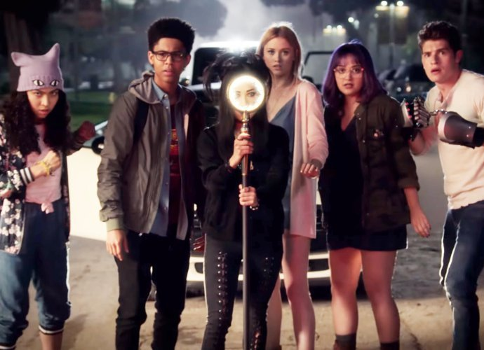 New 'Marvel's Runaways' Official Trailer Features Magic and Old Lace