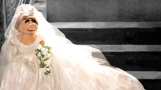 Miss Piggy Wears Wedding Dress in New 'Muppets Most Wanted' Photo