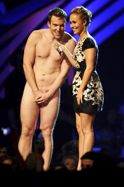 MTV EMAs 2011: Hayden Panettiere Gets Interrupted by Naked Man