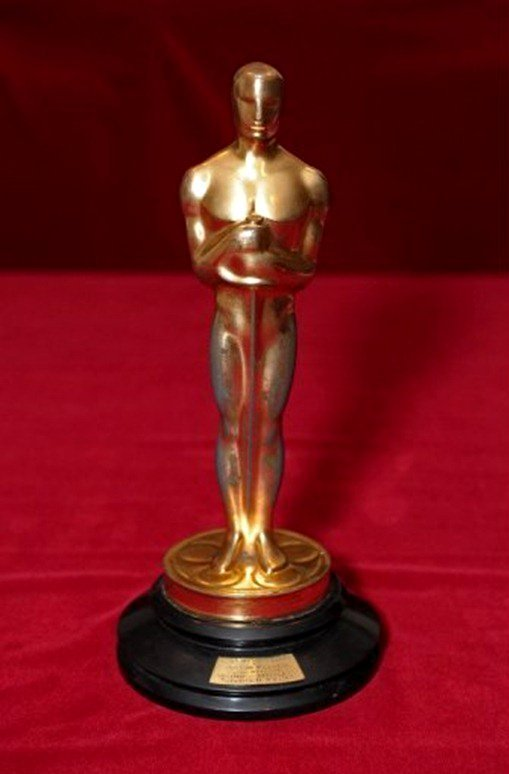 Oscar Statuette Awarded to 1942 Film Sold $79,200 at Auction