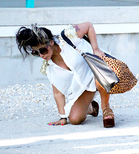 Pregnant Snooki Fell While Walking in Heels