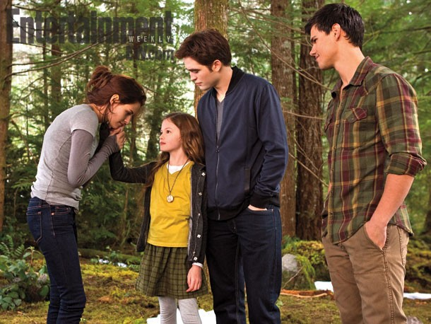 Robert Pattinson and Kristen Stewart Talk Having Renesmee in 'Breaking Dawn II'