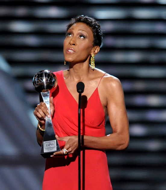 Video: Robin Roberts Tears Up While Receiving Courage Award at 2013 ESPYs