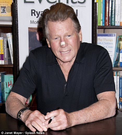 Ryan O'Neal Appears at Book Signing After 'Today' Cancellation