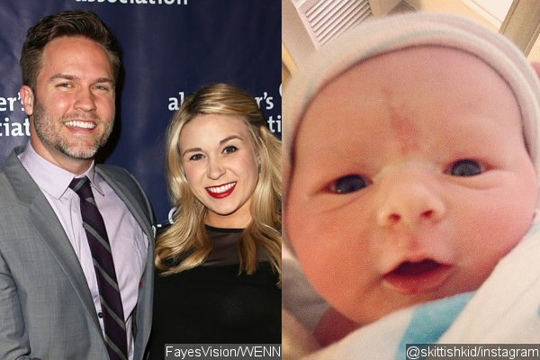 Scott Porter and Wife Welcome Baby Boy, Debut First Picture