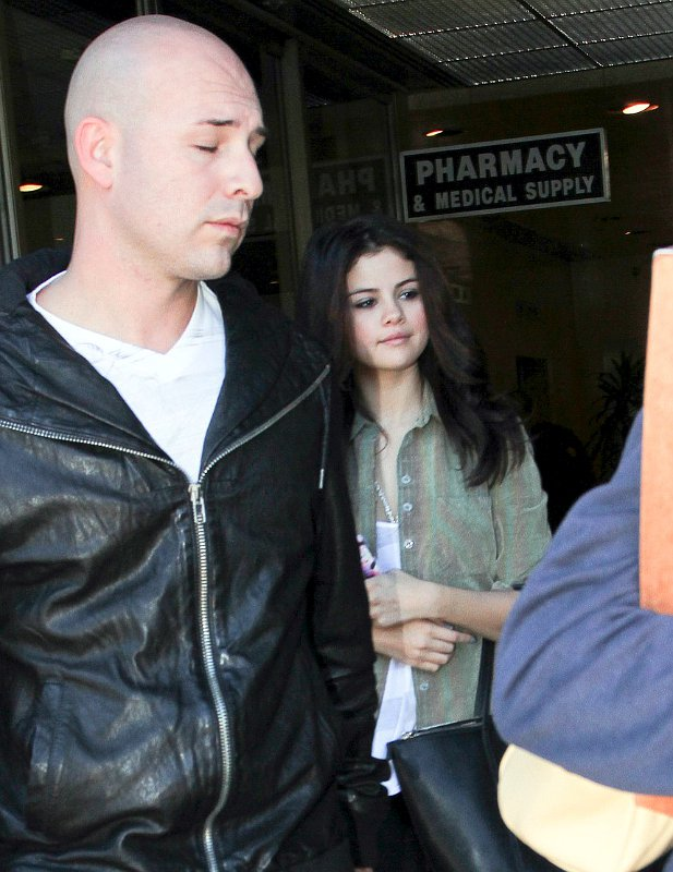Selena Gomez Tested for Strep Throat in Hospital Accompanied by Justin Bieber