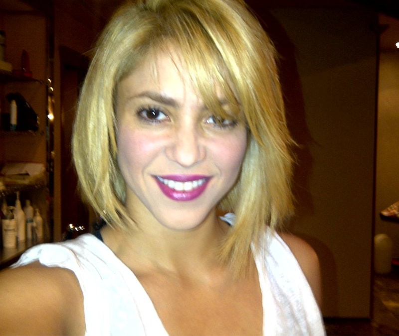 Shakira Ditches Long Blond Hair for Shoulder-Length Bob