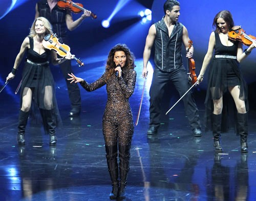 Shania Twain Returns on Stage in Las Vegas After 8 Years