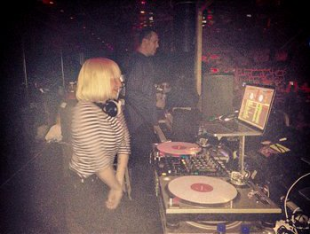 Sia Furler Gets Scared and Leaves in the Middle of Her DJ Session in Las Vegas