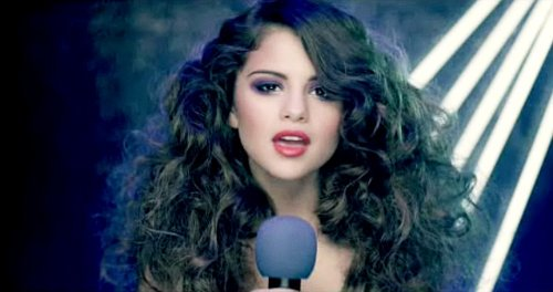 Snippet of Selena Gomez's 'Love You Like a Love Song' Music Video