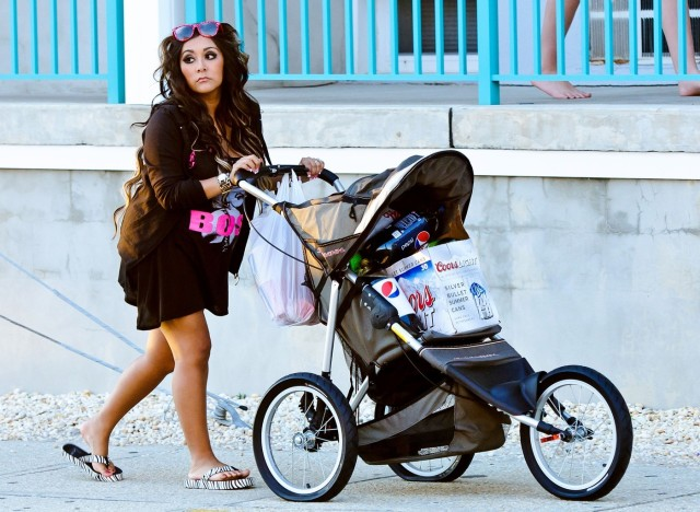 Foto: Pregnant Snooki Loaded Beers Into Baby Stroller