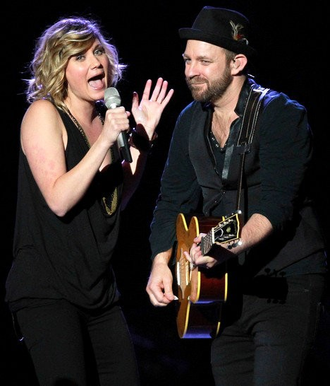 Sugarland Deliver Emotional and Celebratory Performance at Indiana Free Concert