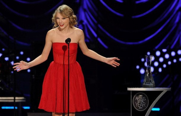 Taylor Swift Accepts CMT 'Artist of the Year' Award With Gratitude