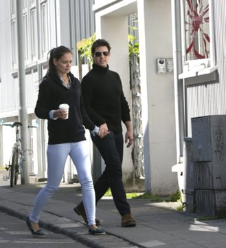 Tom Cruise and Katie Holmes Holding Hands Days Before Divorce